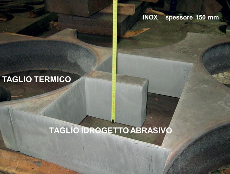 Una comparazione tra taglio termico e taglio con idrogetto abrasivo.