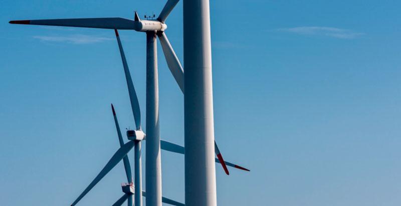 Le colonne di saldatura circolari utilizzano le guide a rulli Serie RA di NSK per realizzare le torri delle turbine eoliche presso Talleres Ganomagoga. Foto: Ganomagoga