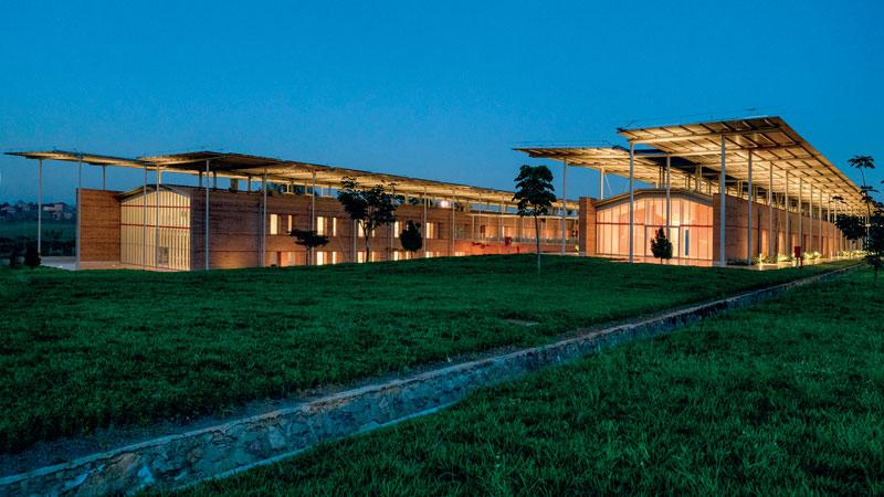 Il nuovo Ospedale di chirurgia pediatrica di Entebbe, in Uganda progettato, per Emergency da Renzo Piano Building Workshop insieme a Tamassociati.
