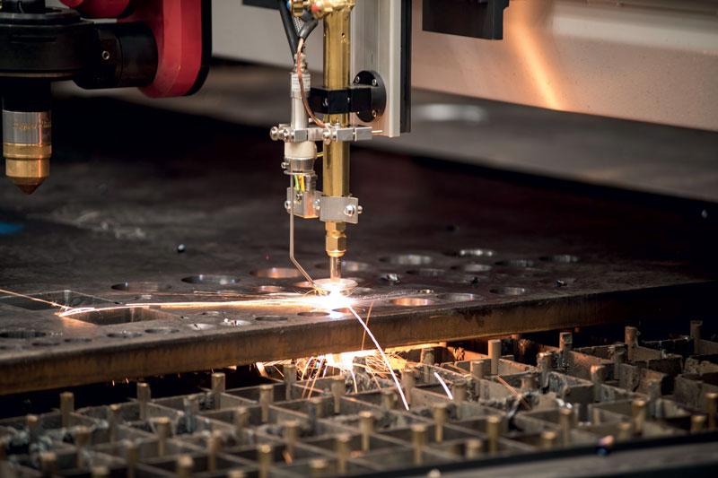 Ficep fornisce per il mondo del taglio lamiera soluzioni plasma e ossitaglio, dritto e bevel.