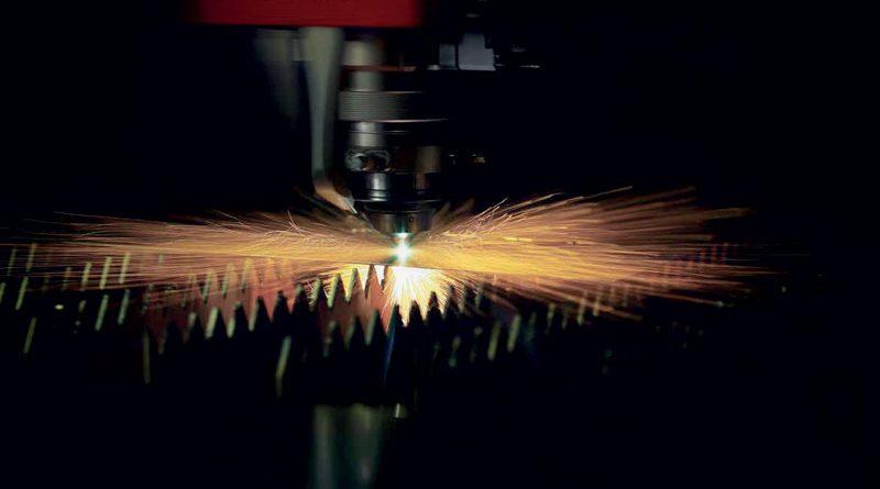 Soluzioni di automazione complete per la lavorazione della lamiera