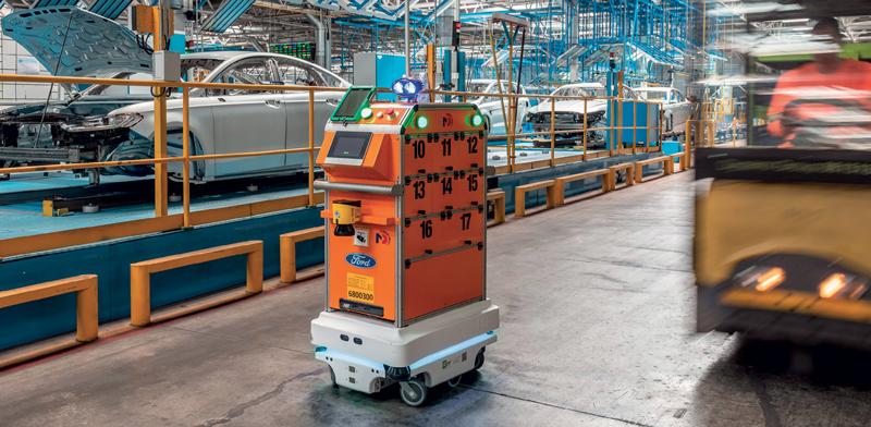 I robot mobili sono in grado di navigare dinamicamente utilizzando i percorsi più efficienti e hanno consapevolezza ambientale.