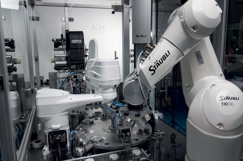 Stäubli offre robot Plug & Play per l'Industry 4.0, ma soprattutto un aiuto a integrare al meglio le soluzioni in linea con il reale obiettivo che si vuole raggiungere.