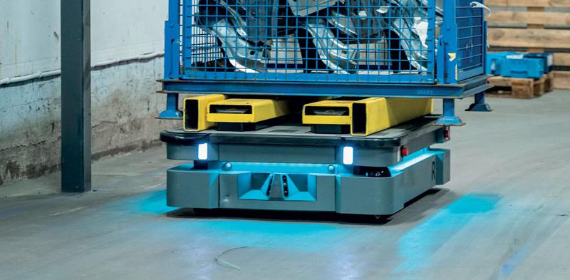 Gli AMR sono un modo semplice e conveniente di automatizzare la movimentazione dei materiali e le attività di trasporto interno.