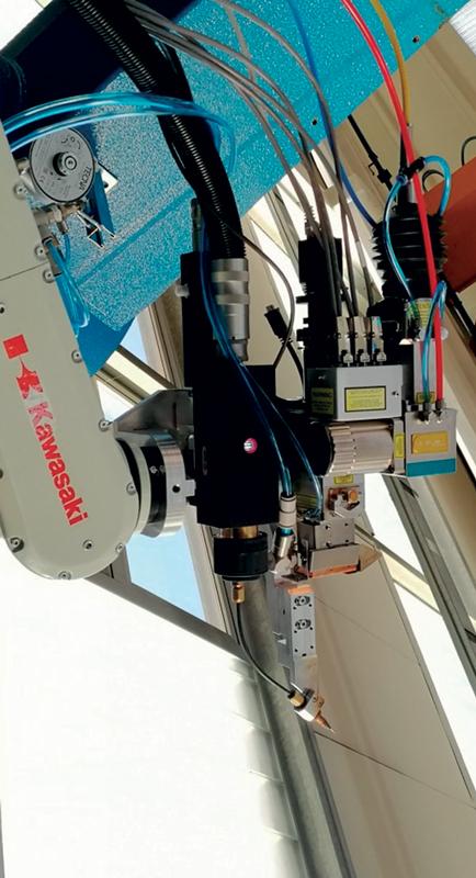 Testa di saldatura laser con filo d'apporto.