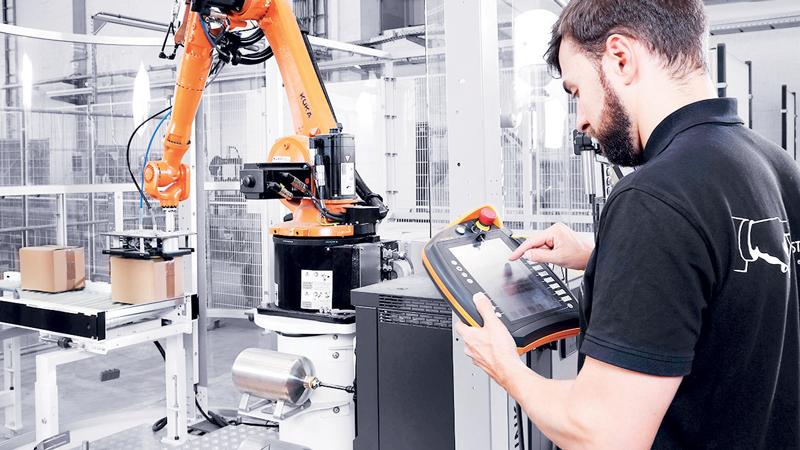 Nella pallettizzazione leggera un robot muove una scatola alla volta in quelle linee di produzione dove non è richiesta una capacità produttiva molto alta.