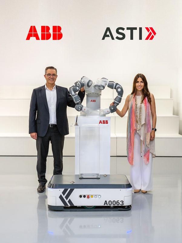 Veronica Pascual Boé, CEO di ASTI e Sami Atiya, Presidente del business Robotics & Discrete Automation di ABB.
