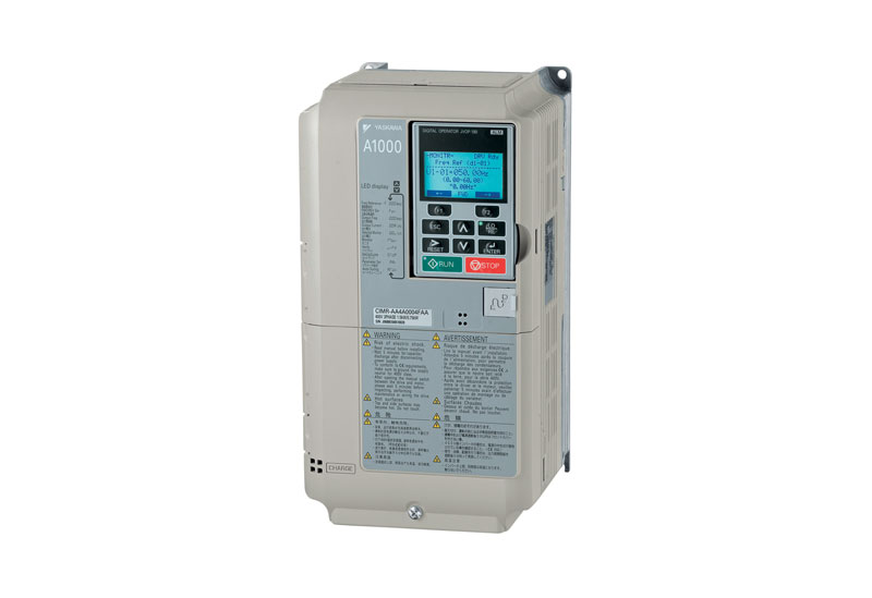 Il convertitore di frequenza A1000 fornisce la frequenza di uscita di 1.000 Hz e 1,5 kW di potenza con controllo vettoriale ad anello aperto. Gli azionamenti dell'inverter generalmente coprono la gamma di potenza da 0,55 a 160 kW.