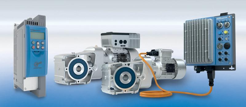 Le unità di azionamento LogiDrive di NORD DRIVESYSTEMS comprendono un motore sincrono a magneti permanenti a elevata efficienza energetica, un riduttore ad assi ortogonali a 2 stadi e un inverter NORDAC LINK.