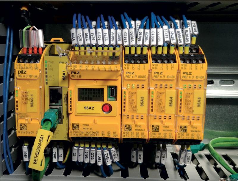 La logica di sicurezza è stata realizzata mediante l'utilizzo del dispositivo configurabile PNOZ mB0, garantendo la massima sicurezza e, soprattutto, la massima flessibilità