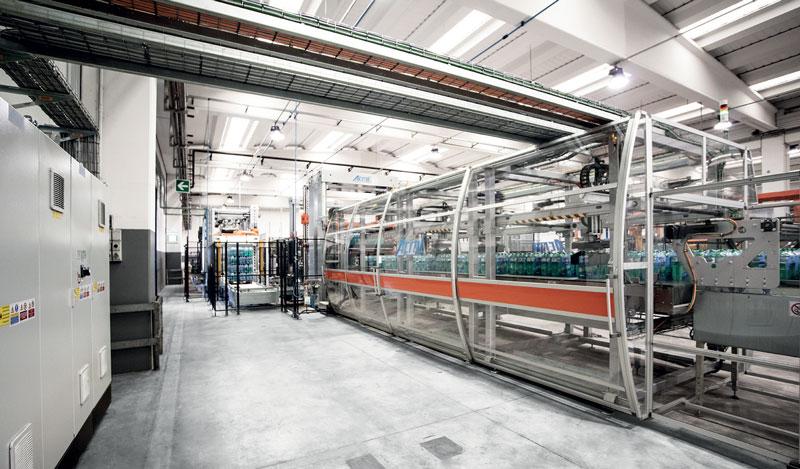 La fardellatrice Fenix ha il compito di confezionare insieme più unità di prodotto utilizzando un film termoretraibile.