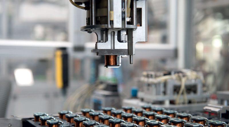 La linea automatizzata incapsulamento bobine presso ATAM.