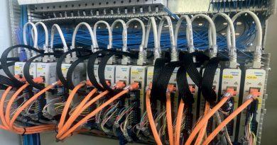 Controllori ultracompatti CMMT-ST Festo sono utilizzati per compiti con bassi requisiti di potenza.