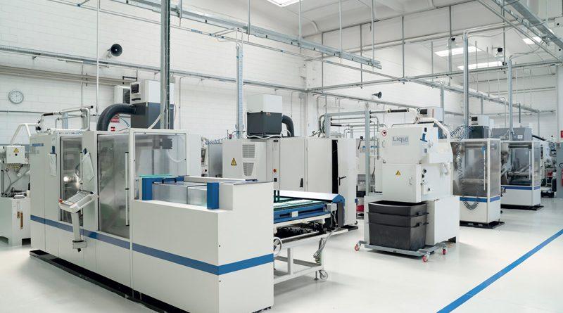 Il reparto dentatura dello stabilimento di MICROingranaggi a Buccinasco (MI).