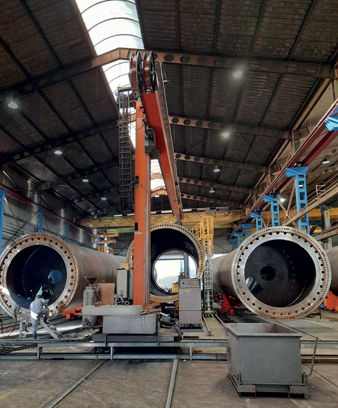 The circular welding columns rely on NSK RA series roller guides to produce wind turbine towers at Talleres Ganomagoga.