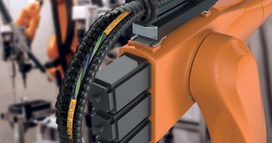 I nuovi cavi chainflex IO-Link sono stati appositamente progettati per l'utilizzo in torsione nei robot e per le massime sollecitazioni in catena portacavi.
