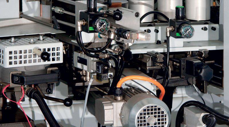 Un compressore collegato a un impianto.