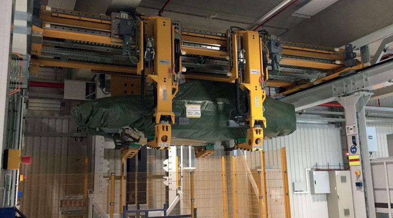 L'unità lineare DLE è una soluzione ottimale non solo per l'elevata capacità di carico, ma anche per la precisione e la velocità di funzionamento. In questa applicazione vengono movimentate più di 8 carrozzerie all'ora dal reparto interno di verniciatura al magazzino di spedizione.