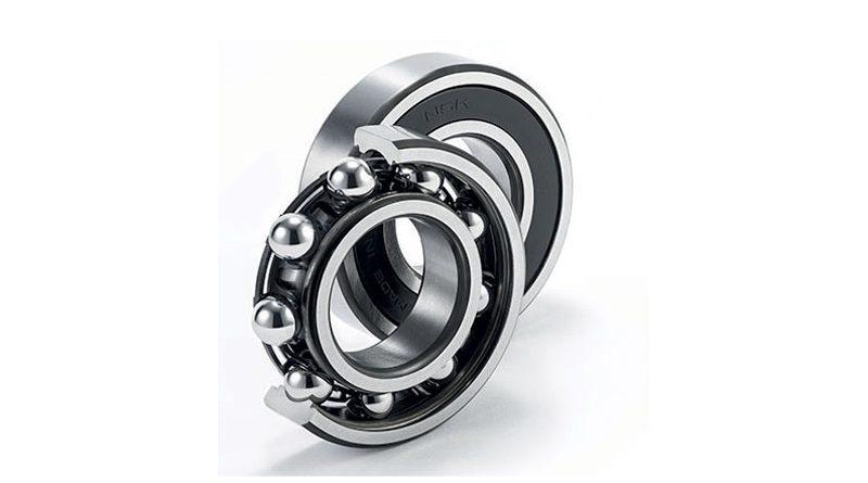 La combinazione del lubrificante appositamente sviluppato da NSK e della nuova gabbia consente alla nuova generazione di cuscinetti radiali rigidi a sfere ad alte prestazioni di NSK di operare a velocità superiori a 1,8 milioni dmN.