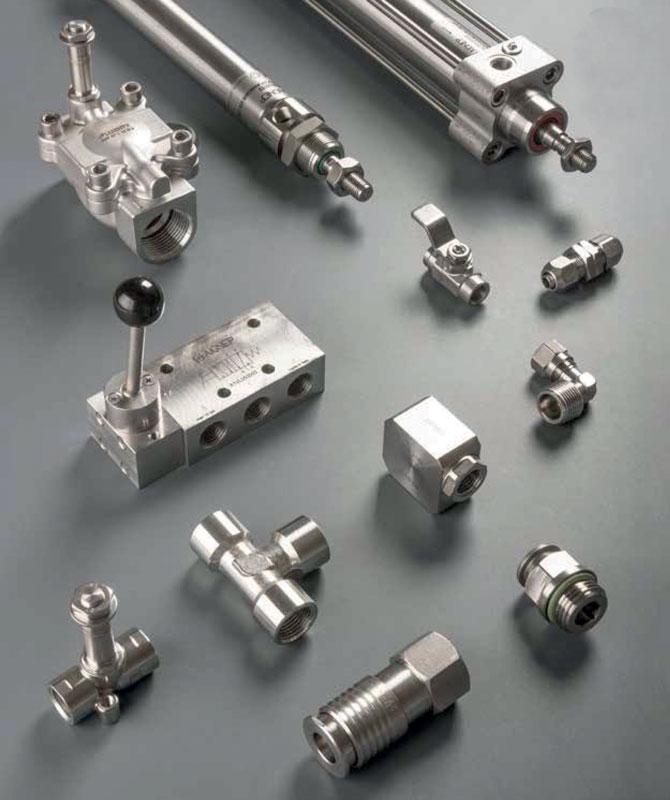 La serie di component Aignep in acciaio inox.