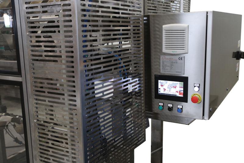 Grazie al pannello touch screen della famiglia GOT2000 di Mitsubishi Electric è possibile adattare con facilità la macchina a diversi calibri di frutto.