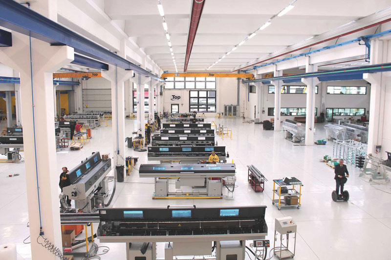 Core business di Top Automazioni è la produzione di caricatori di barre automatici.