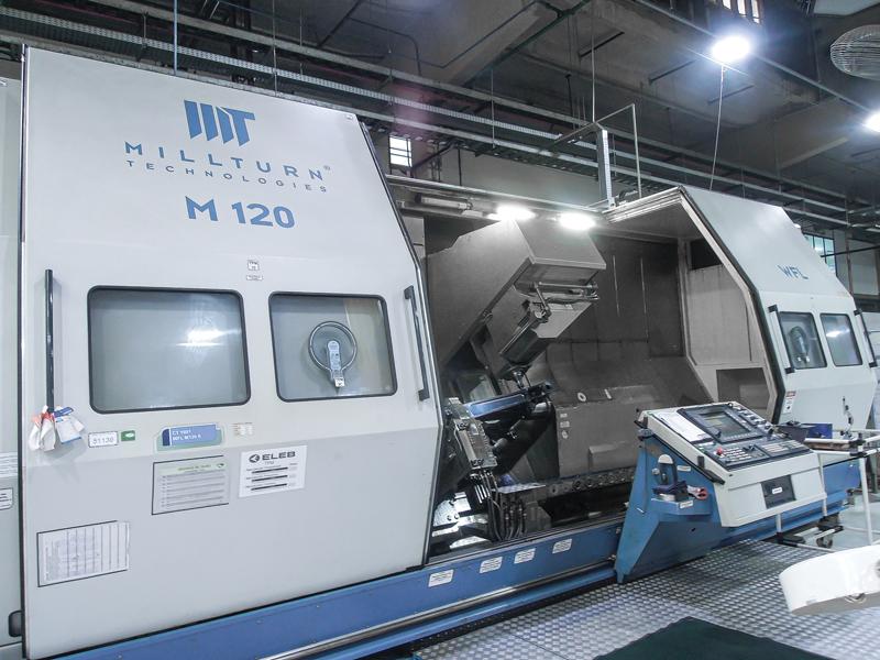 Il primo centro Millturn in funzionamento continuo installato presso il reparto di produzione Eleb. Sulla macchina vengono realizzati principalmente cilindri, parti dell'alloggiamento principale e dell'alloggiamento scorrevole.