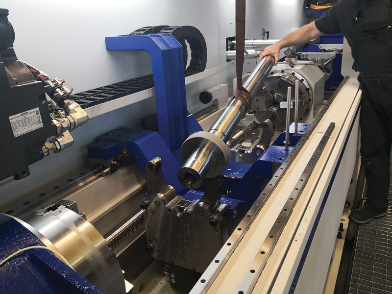 La macchina di foratura profonda MFTB 3000/110 EVO è espressamente sviluppata per superare le difficoltà nella foratura dei materiali aeronautici.