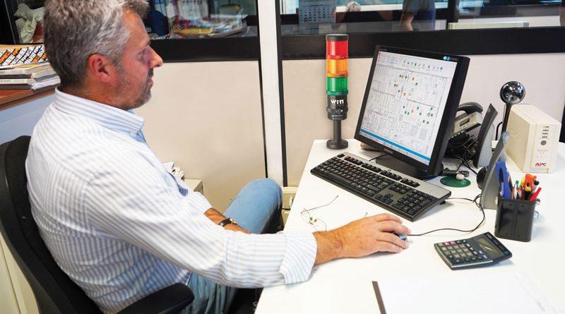 Nello stabilimento Beta Utensili di Castiglione d'Adda su ogni macchina è montata una torretta di segnalazione Werma con modulo SmartMONITOR