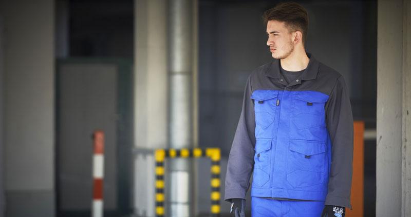 L'abbigliamento da lavoro che segue ogni movimento