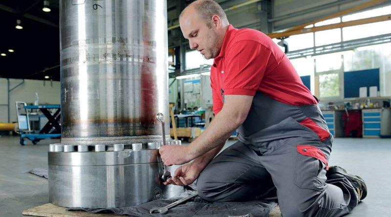 Per la produzione di cilindri idraulici, in cui si utilizzano lubrificanti e oli, la tedesca Ruhfus Systemhydraulik GmbH usa con successo i tappeti assorbiolio Multitex di MEWA.