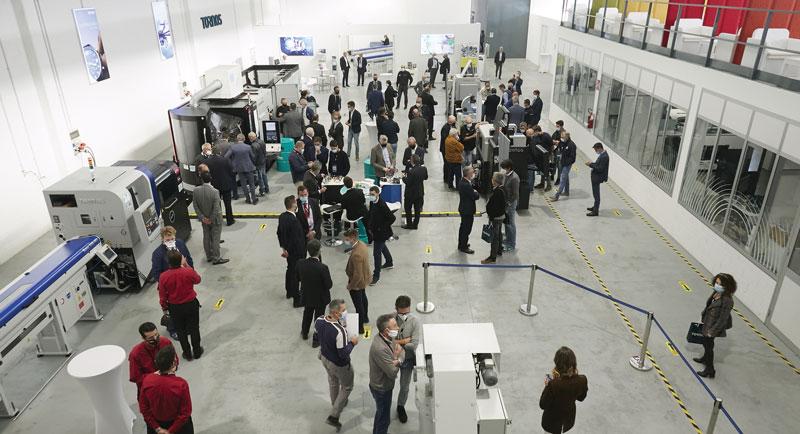 La cerimonia di inaugurazione del Customer Center Milano di Tornos ha visto la partecipazione di circa 150-200 addetti ai lavori.