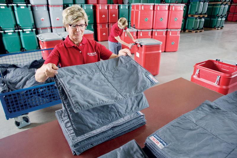 Il tappeto assorbiolio MEWA Multitex viene posizionato come base di lavoro per effettuare riparazioni e manutenzioni di macchine e impianti.