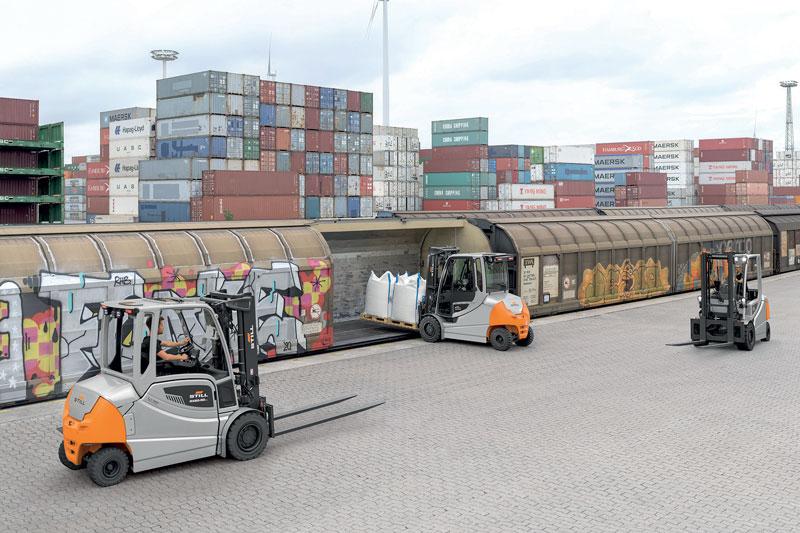 Il nuovo RX 60 è adatto sia per la movimentazione delle merci in magazzino sia per il trasporto di carichi pesanti all'esterno e nei piazzali.