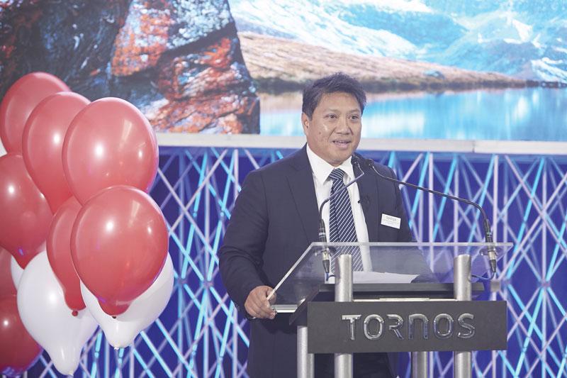 Carlo Rolle, Direttore Generale di Tornos Italia, durante il suo intervento in occasione del grand opening.