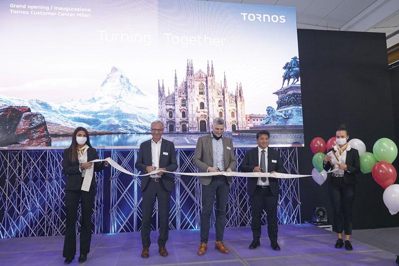 Il momento del taglio del nastro: da sinistra Carlos Paredes, Head of Development and Operations; Michael Hauser, CEO del Gruppo Tornos; Carlo Rolle, Direttore Generale Tornos Italia.