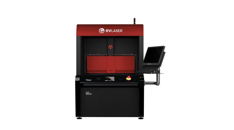 La piattaforma per la saldatura plastica Titan Weld di EVLASER può alloggiare sorgenti laser a diodi a 980 nm da 50 a 400 W oppure fibre ottiche a 1.030 nm da 30 W fino a 1 kW.