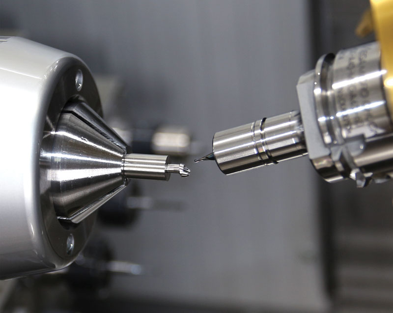 Realizzazione di un moncone dentale in titanio su una Bumotec S181 (la macchina si presta in maniera particolare al settore medicale).