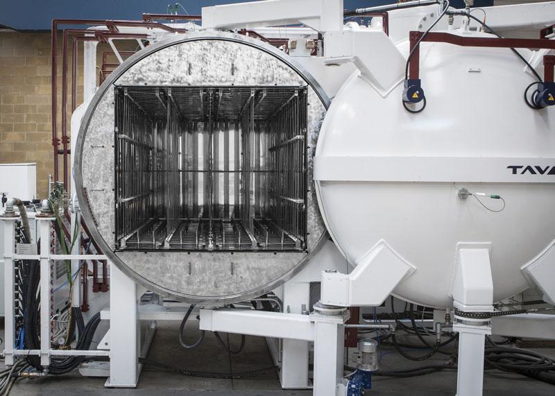 Dettaglio di una camera termica di un forno da brasatura TAV VACUUM FURNACES modello TBHA 4x25-120-250.