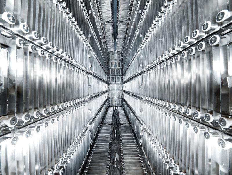 Evitando l'uso di pannelli di materiali isolanti nella realizzazione della camera termica è possibile ottenere un elevato livello di pulizia nell'ambiente in vuoto.