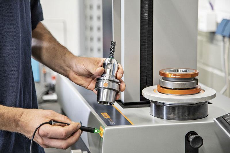 I valori di misurazione vengono inviati dallo strumento di presetting al Tool Management di Hoffmann Group e memorizzati a livello centrale.