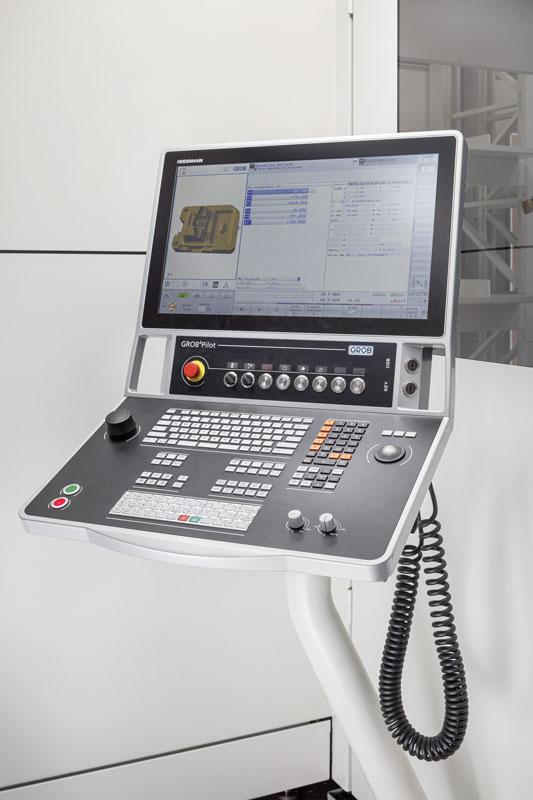 Il centro Grob G350 equipaggiato con il pulpito di comando Grob4Pilot Grob con CNC Heidenhain TNC 640.