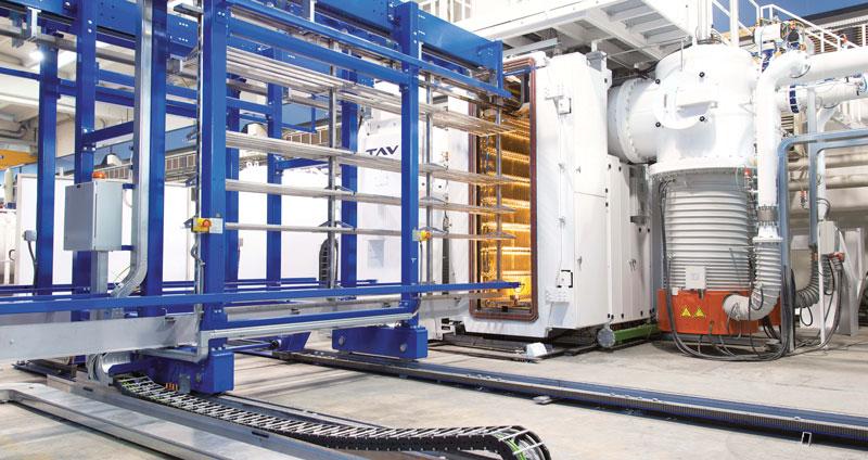 Le campane per la brasatura in vuoto TAV VACUUM FURNACES hanno una porta frontale che opera automaticamente, impiegata per caricare e per scaricare il vessel.