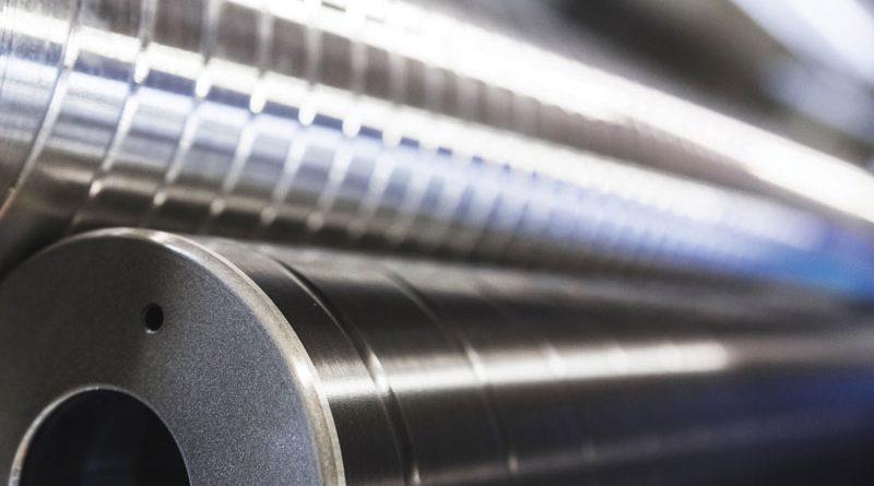 Cilindro di alluminio con nichelatura chimica e anodizzazione dura.