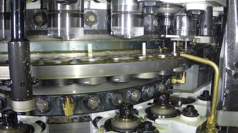 Il nuovo sistema transfer Multistar CX-24CONTACTS è in grado di gestire fino a 44 unità di lavoro simultaneamente.