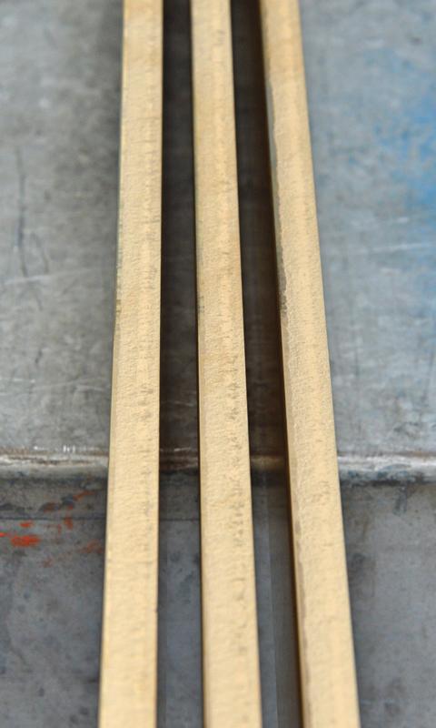 Alcuni pezzi in ottone tagliati con la cesoia a ghigliottina X-Cut 2010 di Gasparini.