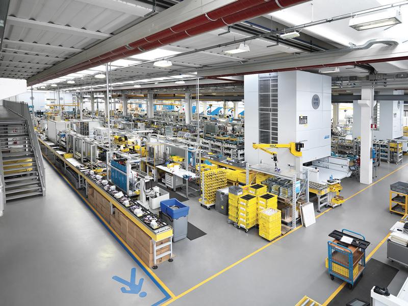 Le nuove tecnologie digitali hanno reso possibile una trasformazione che può aiutare le aziende a rendere tutti i processi aziendali più efficienti e anche il settore del manifatturiero tende a muoversi verso la creazione di fabbriche intelligenti.