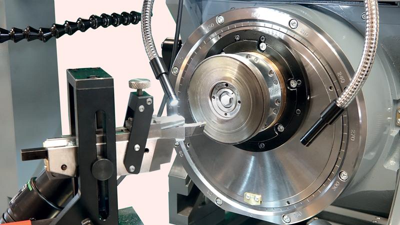 La posizione della tavola con sostentamento a cuscino d'aria viene monitorata utilizzando una riga ottica con risoluzione di cinque nanometri.