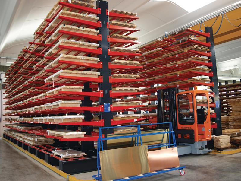 Bandinelli & Forni Metalli dispone di un magazzino di 2.000 t.