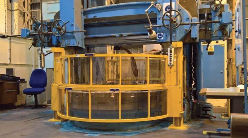 Protezione a due schermi di Repar2 installata su un tornio a giostra usato.